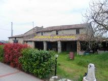 Vendesi casolare di campagna vecchio ed affascinante a Rimini (RN) adiacenze casello Rimini Nord in Vendita
